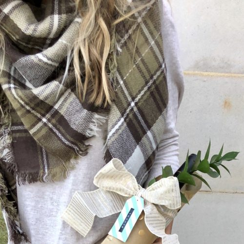 Two Thanksgiving Looks + a sweet little hostess gift